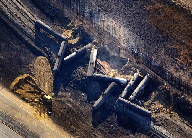 Alberta-CN-Rail-derailment-Oct-19-2013-photo-Dan-Riedl-Huber-Reuters