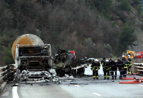 accident camion gpl lpg tanker accident association d fense des consommateurs de propane. Black Bedroom Furniture Sets. Home Design Ideas