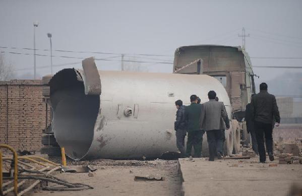 Coupé en deux par l'explosion en Chine