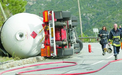 En Corse, les camions aussi préfèrent rester couchés