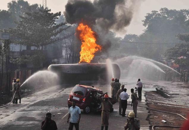 Accidents mortels en Inde au Kerala. L'absence de controlabilité de la remorque en cas de freinage d'urgence est un grave problème. Les accidents de ce type sont nombreux